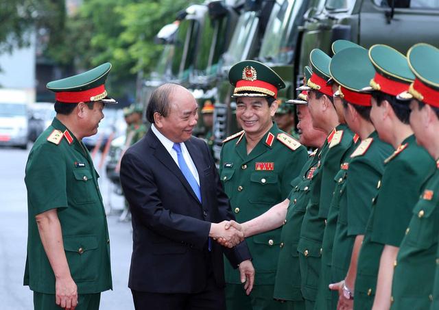 Thủ tướng Nguyễn Xuân Phúc: Bảo đảm bộ đội ta sẵn sàng tác chiến trong mọi tình huống - Ảnh 1.