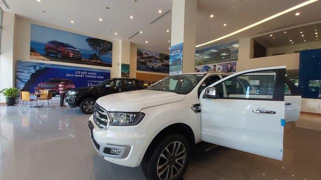 Giảm phí trước bạ, thị trường ô tô Việt Nam tăng trưởng trở lại - Ảnh 1.