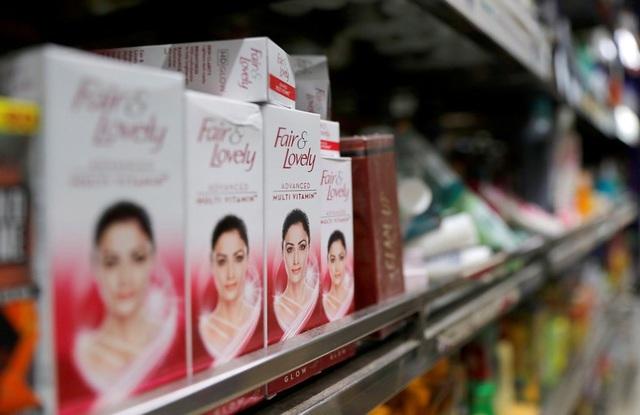 Kem trắng da tiếp tay cho chủ nghĩa phân biệt màu da tại Ấn Độ - Ảnh 2.