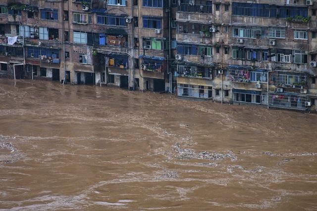 Trung Quốc huy động tối đa lực lượng, ứng phó kiểu thời chiến với mưa lũ nghiêm trọng - Ảnh 3.