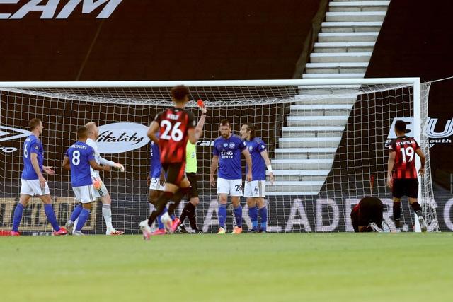 Bournemouth 4-1 Leicester City: Thua sốc đội cầm đèn đỏ, Bầy Cáo nguy cơ bật khỏi top 4 - Ảnh 4.