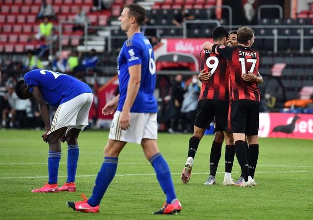 Bournemouth 4-1 Leicester City: Thua sốc đội cầm đèn đỏ, Bầy Cáo nguy cơ bật khỏi top 4 - Ảnh 5.