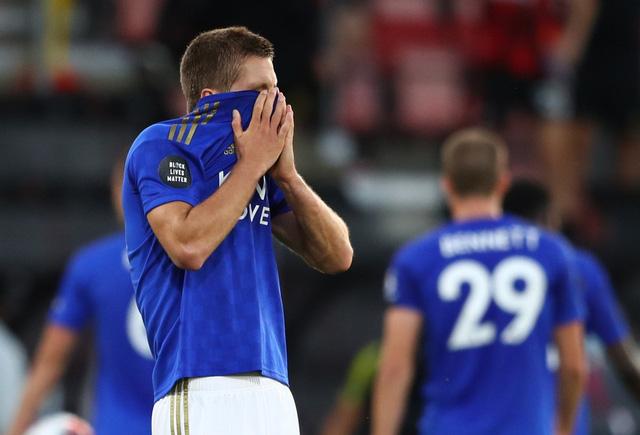 Bournemouth 4-1 Leicester City: Thua sốc đội cầm đèn đỏ, Bầy Cáo nguy cơ bật khỏi top 4 - Ảnh 7.