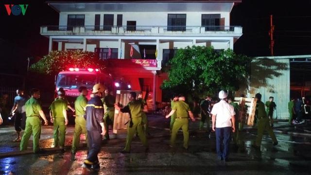 Cháy lớn thiêu rụi hàng nghìn m2 nhà xưởng công ty nội thất - Ảnh 2.
