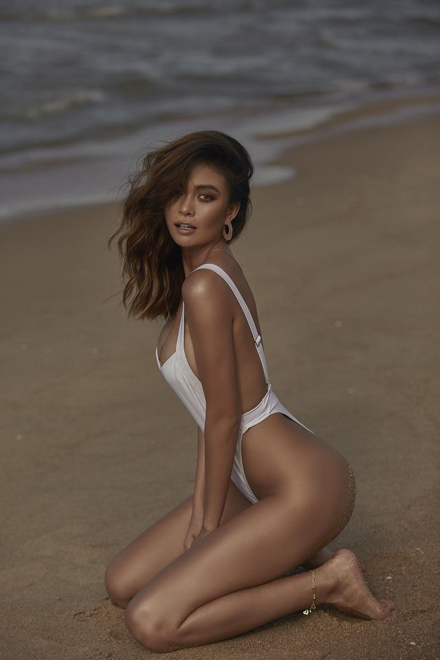 Mâu Thủy khoe bộ ảnh bikini với làn da nâu thiêu đốt bãi biển - Ảnh 4.