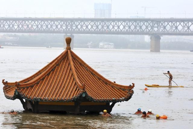 Hơn18 triệu người ở Trung Quốc tiếp tục hứng chịu lũ lụt nghiêm trọng - Ảnh 1.