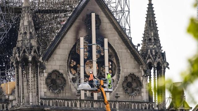 Bỏ qua hàng trăm thiết kế mới, Nhà thờ Đức Bà vẫn sẽ được phục hồi theo hình dáng ban đầu - ảnh 1