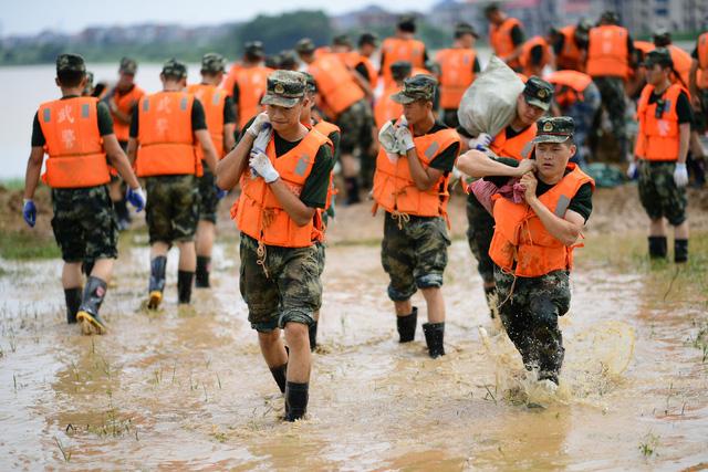 Mưa lũ nghiêm trọng tại Indonesia, Ấn Độ và Trung Quốc - Ảnh 1.