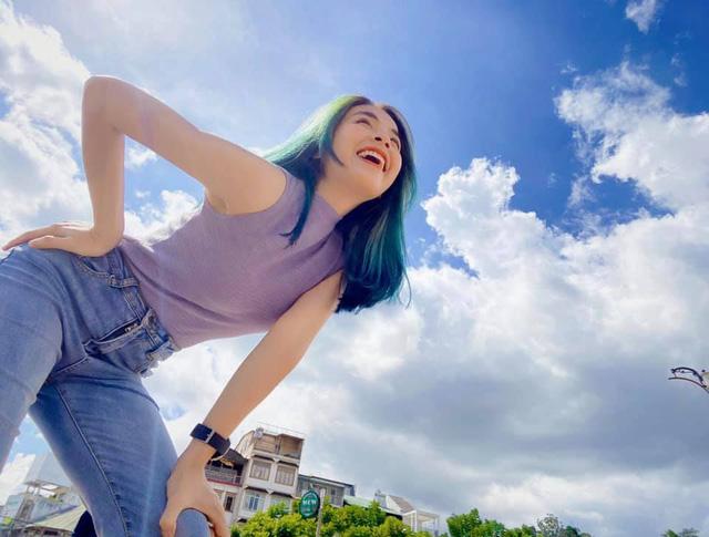 Trần Vân tự tin khoe nụ cười rạng rỡ với mái tóc xanh - ảnh 6