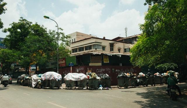 Ứ đọng rác nội thành Hà Nội: Phương án phân luồng chỉ đáp ứng 3-7 ngày - Ảnh 1.