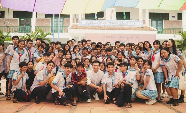 """Cựu """"học sinh cá biệt"""" Xuân Nghị trao 63 suất học bổng tại trường cũ - Ảnh 6."""