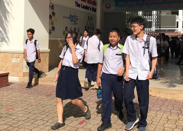 Đề thi tiếng Anh vào lớp 10 tại TP.HCM dễ thở, nhiều thí sinh tự tin đạt trên 7 điểm - Ảnh 1.