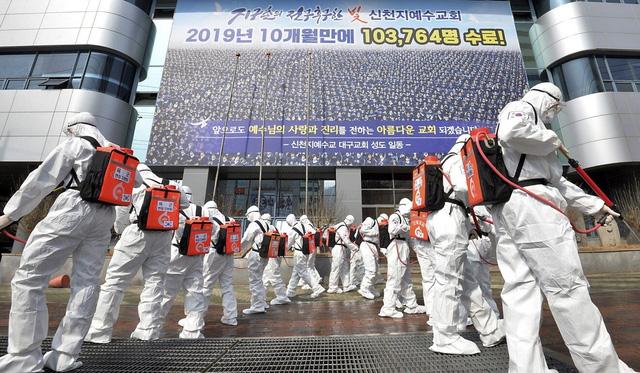 Thủ lĩnh giáo phái Tân Thiên Địa tại Hàn Quốc bị thẩm vấn - Ảnh 1.