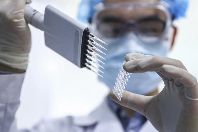 Nga đạt thỏa thuận sản xuất vaccine phòng COVID-19 với tập đoàn dược phẩm Anh - Ảnh 2.