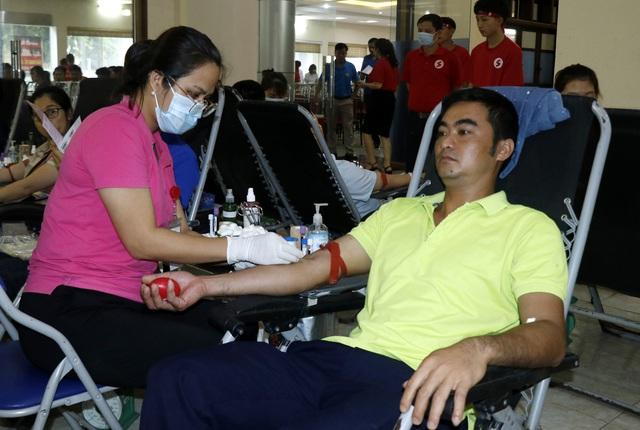 Hành trình đỏ 2020 tại Lào Cai thu được gần 900 đơn vị máu - Ảnh 1.