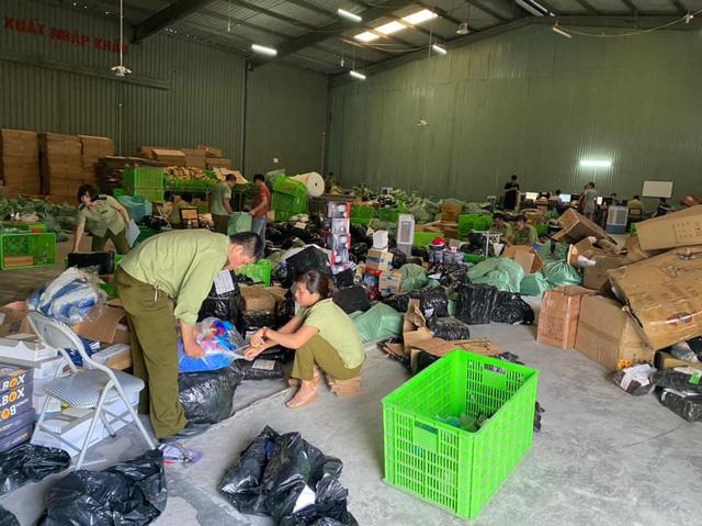 Kho hàng lậu hơn 100.000 sản phẩm giữa lòng Hà Nội của ông chủ người Trung Quốc - Ảnh 3.