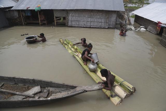 Ấn Độ: Lũ lụt nghiêm trọng tại Assam, hơn 100 người thiệt mạng - Ảnh 1.