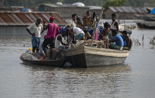 Ấn Độ: Lũ lụt nghiêm trọng tại Assam, hơn 100 người thiệt mạng - Ảnh 2.