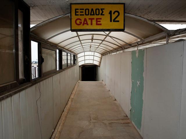 Câu chuyện bí ẩn đằng sau 9 sân bay bị bỏ hoang - Ảnh 3.