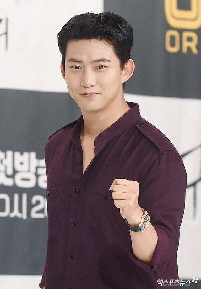 Taecyeon (2PM) xin lỗi người hâm mộ sau xác nhận có bạn gái - Ảnh 1.