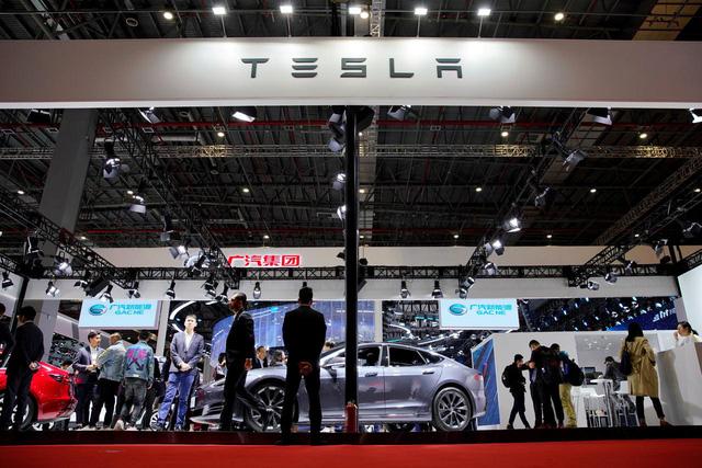 Vượt Toyota, Tesla trở thành hãng ô tô có vốn hóa lớn nhất thế giới - Ảnh 1.