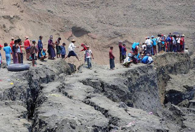 Hơn 100 người tử vong vụ sập mỏ ngọc bích ở Myanmar: Chỉ 1 phút, tất cả đã biến mất - Ảnh 3.