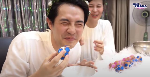Đông Nhi và Ông Cao Thắng tiết lộ giới tính con bằng trò chơi đập trứng: Một bé gái cung Bọ cạp! - ảnh 3