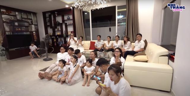 Đông Nhi và Ông Cao Thắng tiết lộ giới tính con bằng trò chơi đập trứng: Một bé gái cung Bọ cạp! - ảnh 1