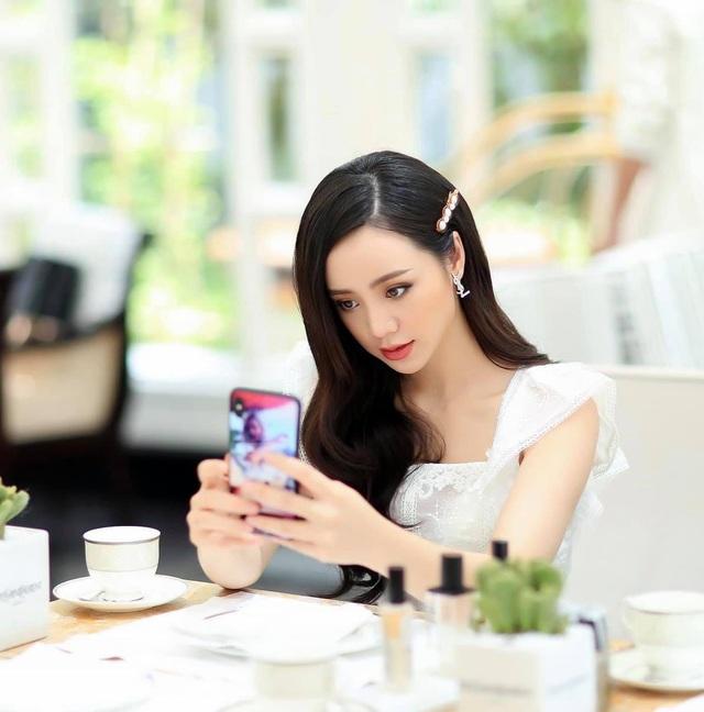 Quỳnh Kool hóa tiểu thư yêu kiều trong bộ ảnh mới - Ảnh 2.