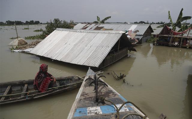 Lũ lụt ở Ấn Độ và Nepal, gần 4 triệu người phải sơ tán, ít nhất 189 người thiệt mạng - Ảnh 1.