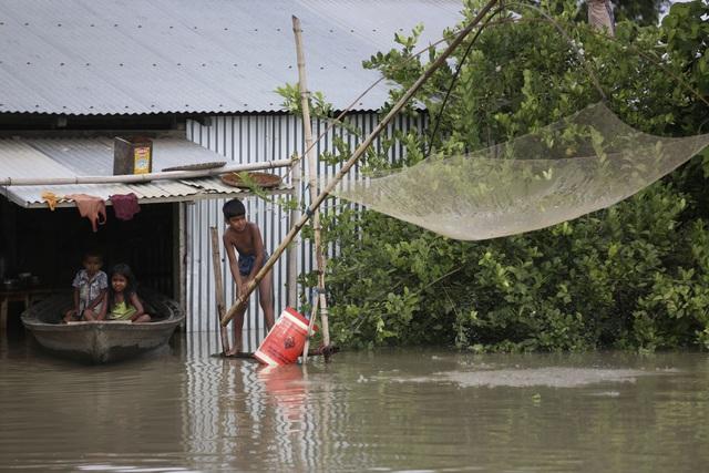 Lũ lụt ở Ấn Độ và Nepal, gần 4 triệu người phải sơ tán, ít nhất 189 người thiệt mạng - Ảnh 2.