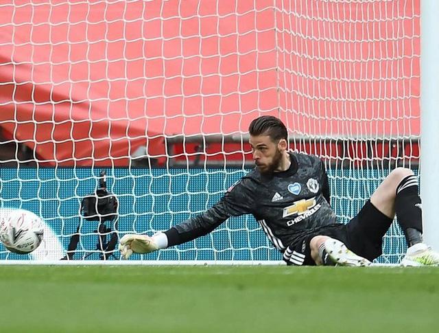 De Gea nhận chỉ trích nặng nề sau sai lầm trong trận thua của Manchester United - Ảnh 1.