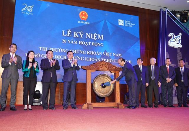 Thủ tướng: Sớm nâng hạng thị trường chứng khoán Việt Nam thành thị trường mới nổi - Ảnh 1.