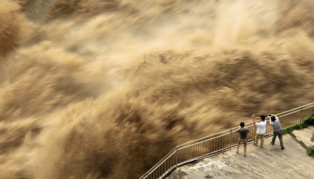 Trung Quốc Cho Nổ Tung đập Xả Lũ Tren Song Chuhe Trong Bối Cảnh Lũ Lụt Lan Rộng Vtv Vn