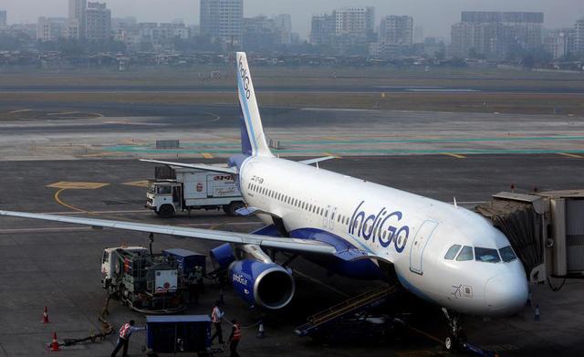 Hãng hàng không giá rẻ Ấn Độ IndiGo cắt giảm 10% nhân viên - Ảnh 1.