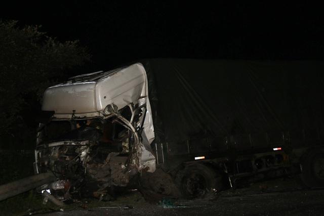 Tai nạn giao thông đặc biệt nghiêm trọng tại Bình Thuận: 8 người thiệt mạng, 7 người bị thương - Ảnh 1.