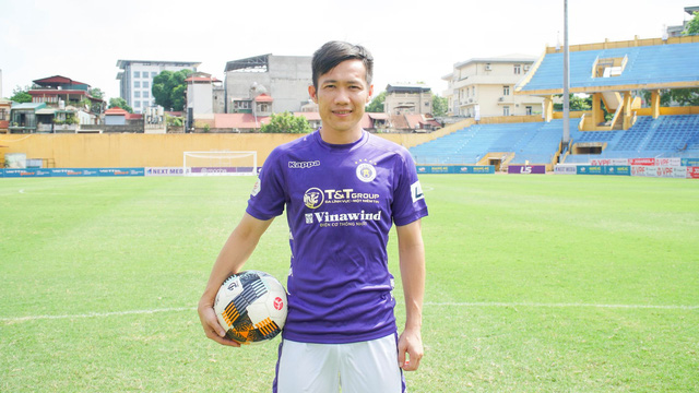 Lê Tấn Tài ra mắt đội bóng mới CLB Hà Nội - Ảnh 1.