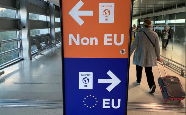 Ireland dỡ bỏ hạn chế đi lại với 15 nước châu Âu - Ảnh 1.