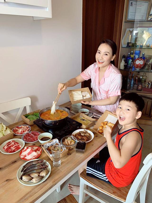 Những cuộc hôn nhân bền chặt của Bảo Thanh, Lã Thanh Huyền, Hồng Đăng, Hồng Diễm - Ảnh 3.