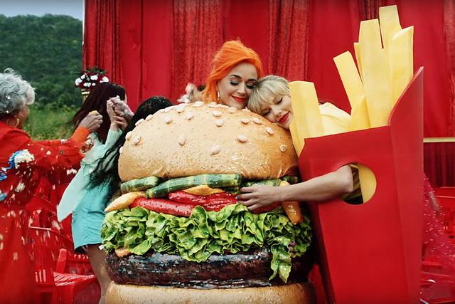 Katy Perry tiết lộ nguyên nhân nối lại tình xưa với Taylor Swift - Ảnh 1.