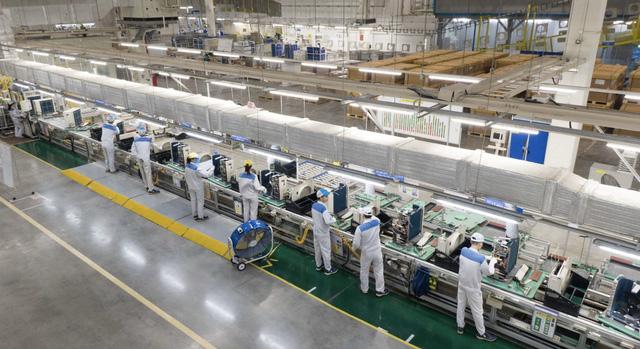 Fitch: Việt Nam là điểm đến hấp dẫn để sản xuất linh kiện ô tô  - Ảnh 2.