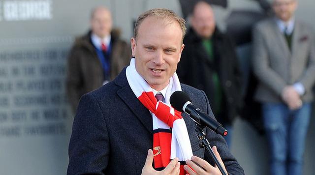 Dennis Bergkamp cân nhắc trở lại Arsenal trong vai trò mới - Ảnh 1.
