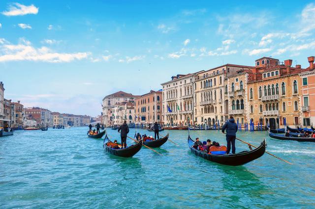 """Kênh đào nổi tiếng nhất Italy không cho du khách lên thuyền Gondola nếu """"thừa cân"""" - Ảnh 1."""
