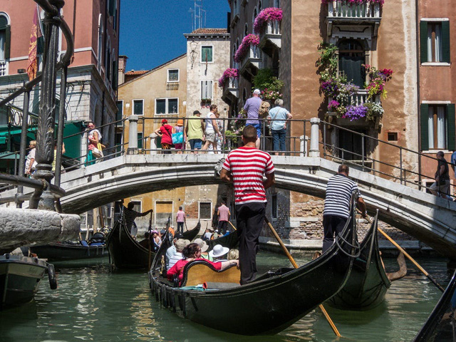 """Kênh đào nổi tiếng nhất Italy không cho du khách lên thuyền Gondola nếu """"thừa cân"""" - Ảnh 2."""