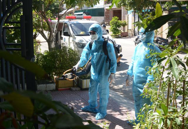 Bệnh nhân nghi mắc COVID-19 tại Đà Nẵng đã được hội chẩn và đưa ra phác đồ điều trị - Ảnh 1.
