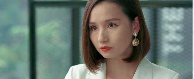 Tình yêu và tham vọng - Tập 37: Vừa khóc hết nước mắt vì thất tình, Linh lại gặp biến cố lớn trong công việc - Ảnh 2.