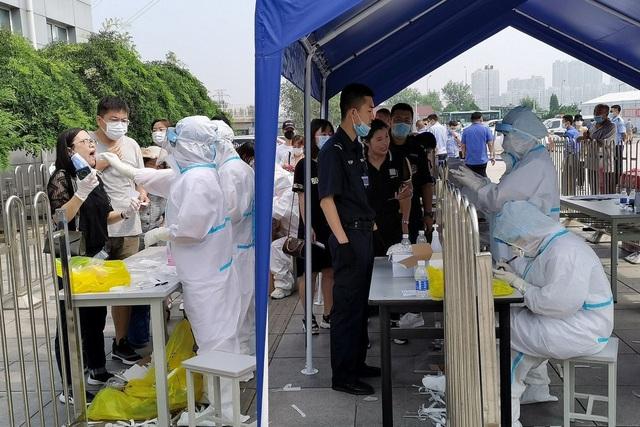 Trung Quốc sẽ xét nghiệm COVID-19 cho 6 triệu dân thành phố Đại Liên - Ảnh 1.