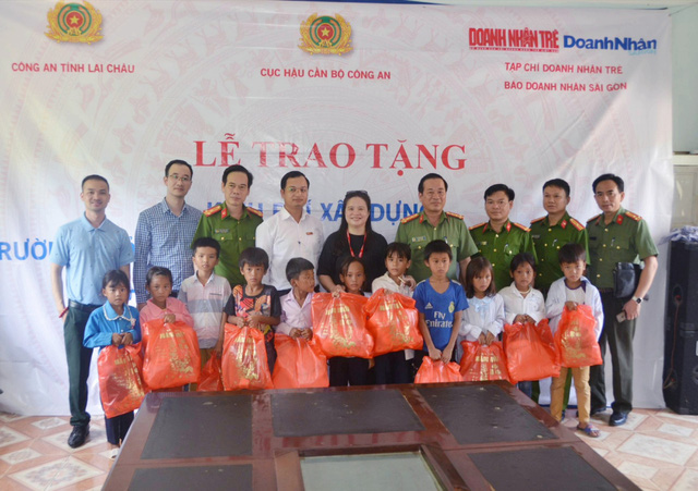 Trao tặng hơn 200 triệu đồng xây trường ở Mường Tè, Lai Châu - Ảnh 2.