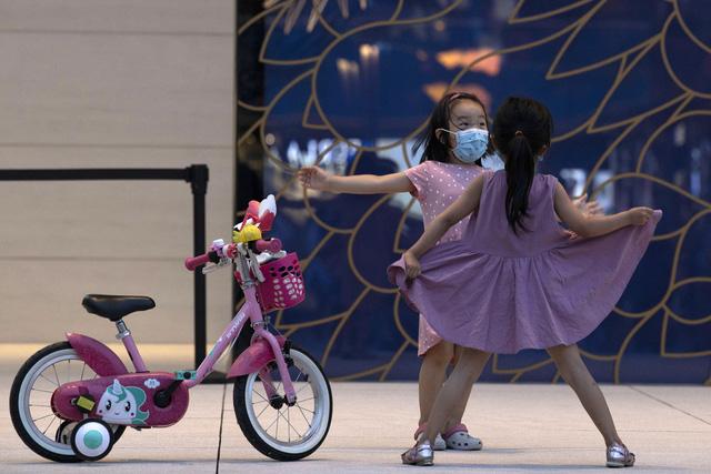 Ngày càng nhiều trẻ em ở Trung Quốc mang họ mẹ - Ảnh 1.