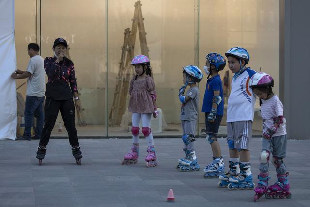 Ngày càng nhiều trẻ em ở Trung Quốc mang họ mẹ - Ảnh 2.